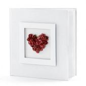Gæstebog med røde roser formet som hjerte