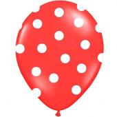 Røde balloner med hvide prikker